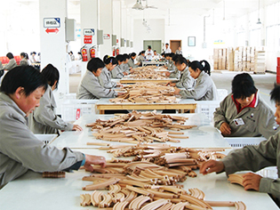 China's largest wooden toy enterprise XINYUN wood into wenbo
